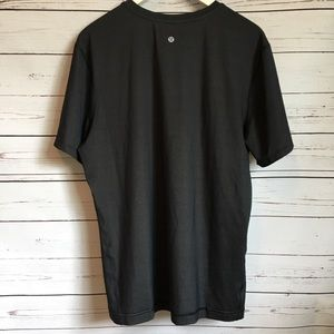 Men's Lululemon short sleeve shirt